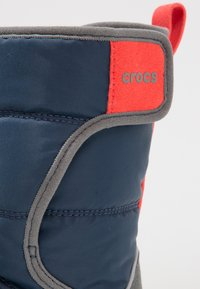 Crocs - LODGEPOINT BOOT RELAXED FIT - Vysoká obuv - navy/slate grey - 5