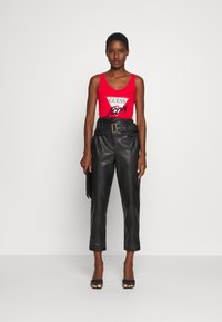 Guess - MYRELLA  - Toppe - necessary red - 1