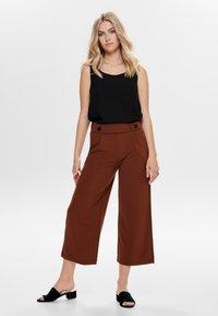 JDY - JRS NOOS - Trousers - brown - 1