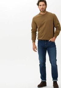 BRAX - STYLE CADIZ - Jeans a sigaretta - dark blue - 1