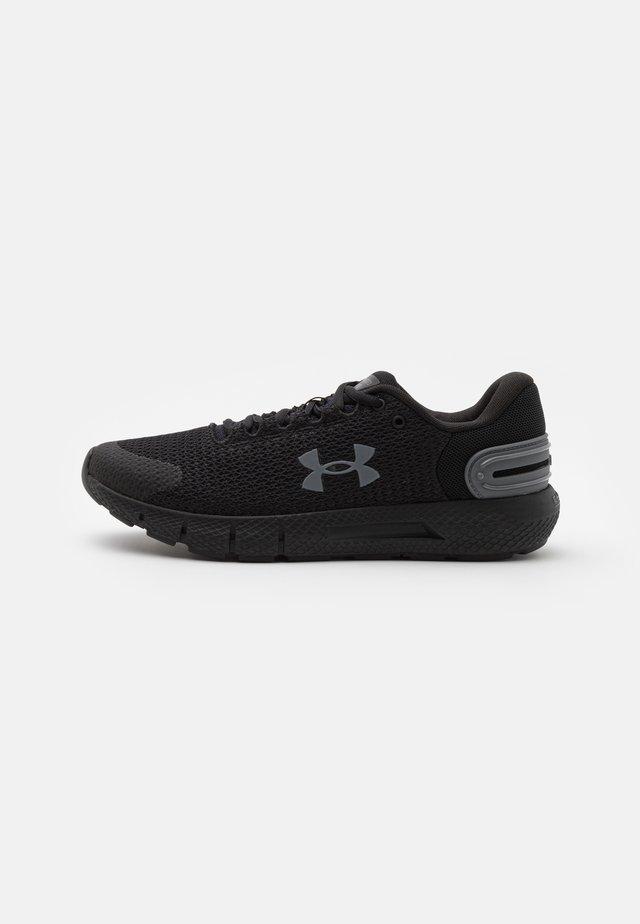 CHARGED ROGUE 2.5 - Zapatillas de running neutras - black