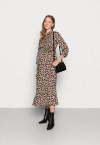 Pieces Maternity - PCMROSIA - Košilové šaty - black/dewberry - 1