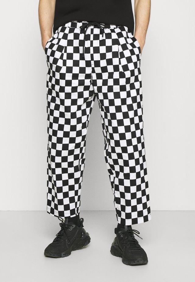 ELASTIC WAISTBAND BAGGY TROUSERS - Spodnie materiałowe - black/white