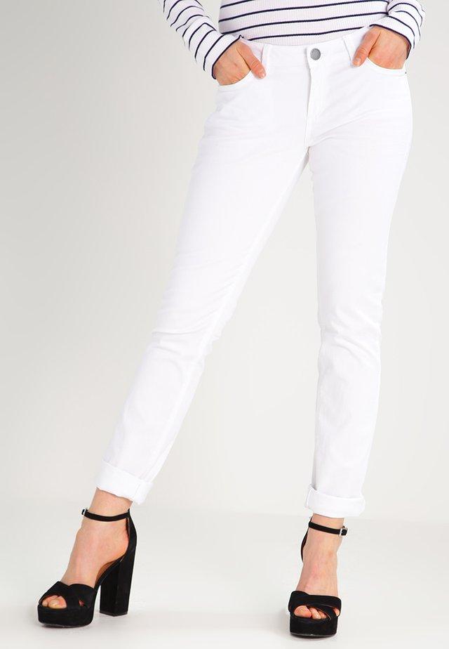 CATIE SLIM - Slim fit jeans - white