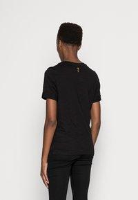 Guess - SIMONNE  - T-shirt z nadrukiem - jet black - 2