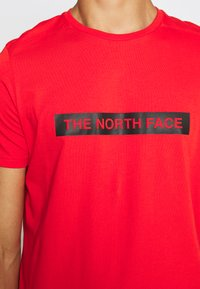 The North Face - LIGHT TEE - T-shirt med print - fiery red - 6