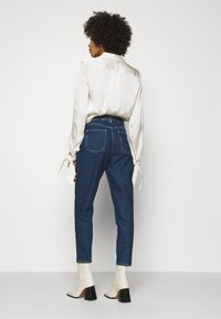 Anna Field - MOM FIT JEANS - Jeans Tapered Fit - blue denim - 2