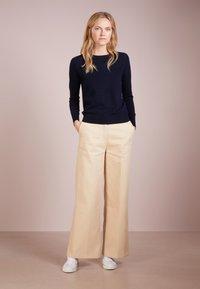 pure cashmere - CLASSIC CREW NECK  - Strickpullover - navy - 1