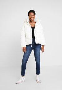 GAP - V-MIDWEIGHT NOVELTY PUFFER - Winter jacket - milk - 1