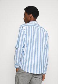 Selected Homme - SLHREGWIDE STRIPE - Košile - light blue - 2