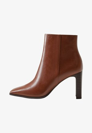 High heeled ankle boots - braun