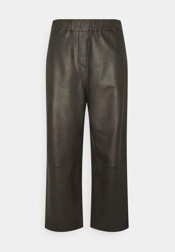PANTS CULOTTE MEDIUM RISE WIDE LEG CROPPED  - Trousers - black brown