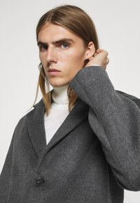 Bruuns Bazaar - JANUS COAT - Klasický kabát - dark grey - 4