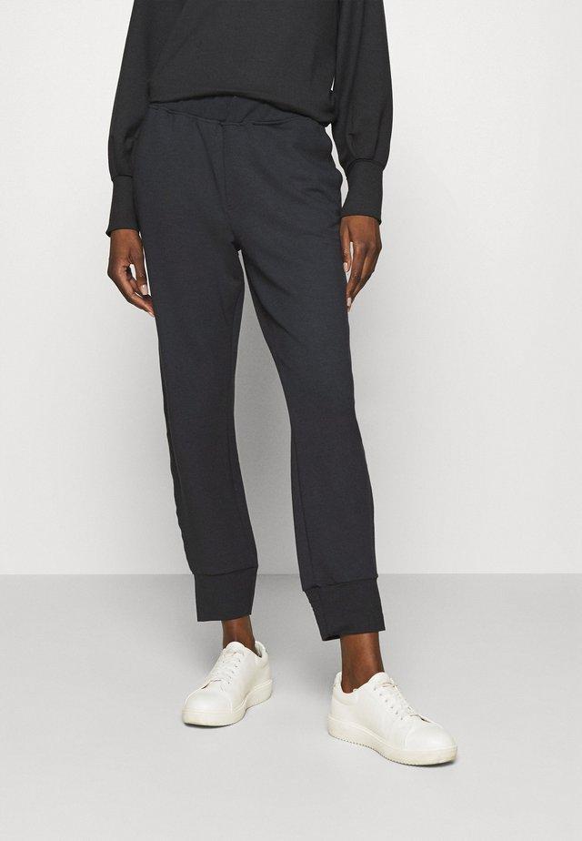 PANTS - Teplákové kalhoty - pitch black