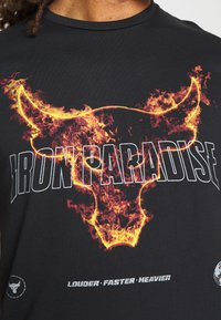 Under Armour - PROJECT ROCK FIRE  - T-shirts print - black - 5