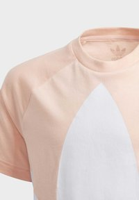 adidas Originals - LARGE TREFOIL T-SHIRT - T-shirt imprimé - pink - 6