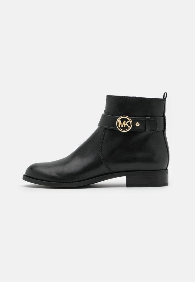 ABIGAIL FLAT BOOTIE - Kotníkové boty - black