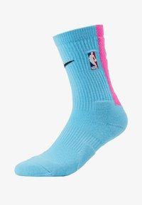 Nike Performance - NBA MIAMI HEAT CITY EDITION CREW SOCK - Skarpety sportowe - blue gale/laser fuchsia/black - 1