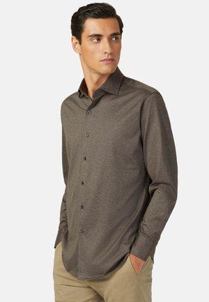 REGULAR FIT - Overhemd - brown