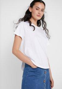 See by Chloé - T-shirt imprimé - white powder - 5