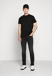 KARL LAGERFELD - 5 POCKET - Jeans slim fit - grey - 1