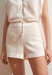 OYSHO - Shorts - white - 2