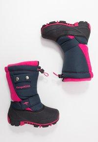 KangaROOS - BEAN II - Winter boots - dark navy/daisy pink - 0