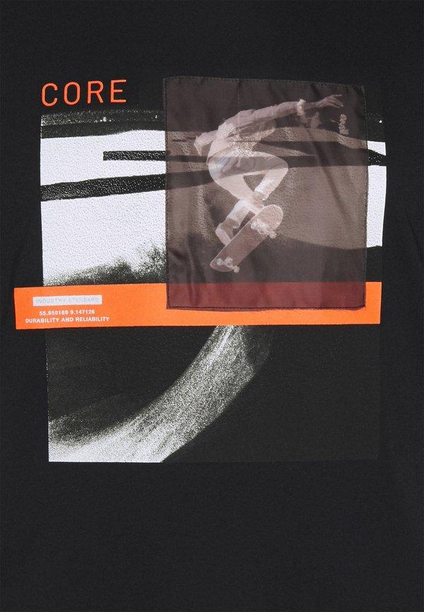 Jack & Jones JCOTHROUGH TEE CREW NECK - T-shirt z nadrukiem - black/czarny Odzież Męska RCIZ