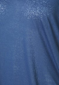 ONLY Play - ONPJIVAN CURVED V NECK BURNOUT CURVY - Print T-shirt - bijou blue - 6