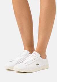 Lacoste - CARNABY EVO - Trainers - white/pink - 0