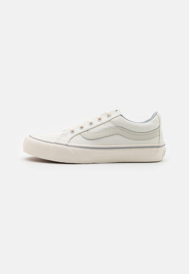 UA SK8-LOW REISSUE SF - Sneakers laag - leila/white