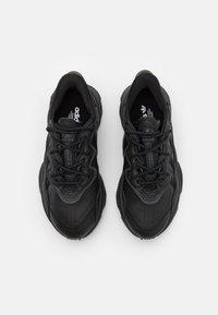 adidas Originals - OZWEEGO - Baskets basses - core black/dark grey heather/solid grey/core black - 3