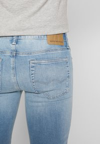 American Eagle - LIGHT WASH - Jeans Skinny Fit - classic medium - 5