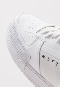 Nike Sportswear - AF1-TYPE SP20 - Sneakersy niskie - white/black - 8