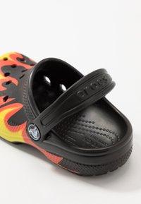Crocs - CLASSIC FLAME BROILED - Pool slides - black - 2