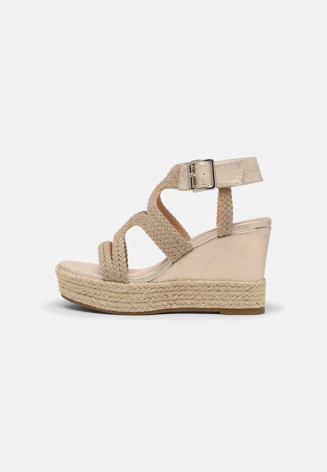 Sandales compensées - beige