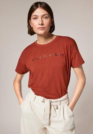 Print T-shirt - placed shirt cinna