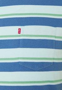 Levi's® - SUNSET POCKET - Print T-shirt - blue - 2