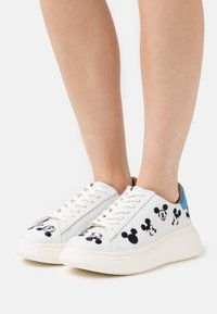 MOA - Master of Arts - DOUBLE GALLERY - Trainers - white - 0