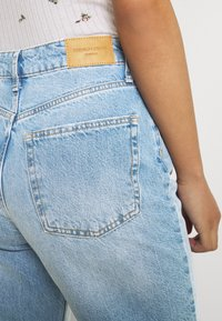 Gina Tricot - VINTAGE HIGH WAIST  - Relaxed fit jeans - mid blue - 3