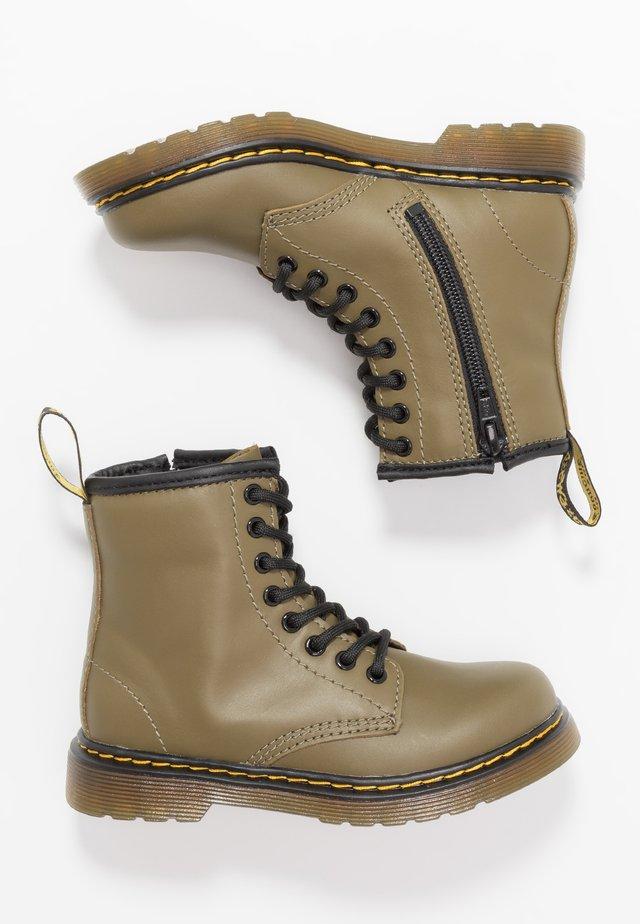 1460 8-EYE BOOT - Šněrovací kotníkové boty - olive