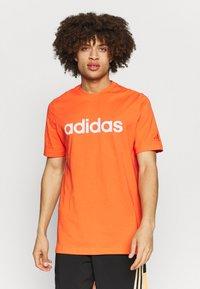 adidas Performance - Camiseta estampada - true orange - 0
