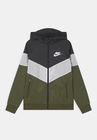 black/white/rough green