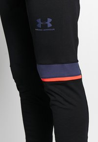 Under Armour - CHALLENGER TRAINING PANT - Trainingsbroek - black/blue ink - 5