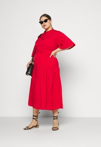 Glamorous Curve - TIE WAIST SHIRT DRESS - Blousejurk - coral red - 1