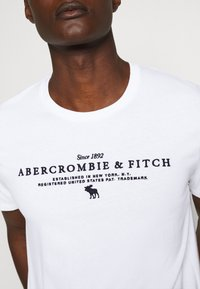 Abercrombie & Fitch - TECHNIQUE LOGO EUROPE - Print T-shirt - white - 5