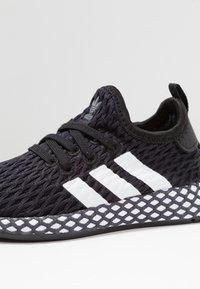 adidas Originals - DEERUPT RUNNER - Tenisky - core black/footwear white/grey five - 2