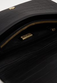 Versace Jeans Couture - SHOULDER BAG - Håndveske - nero - 2