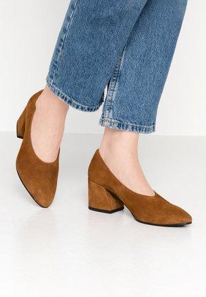 OLIVIA - Classic heels - caramel