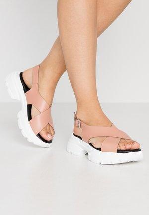 HUNKY  - Sandály na platformě - blush